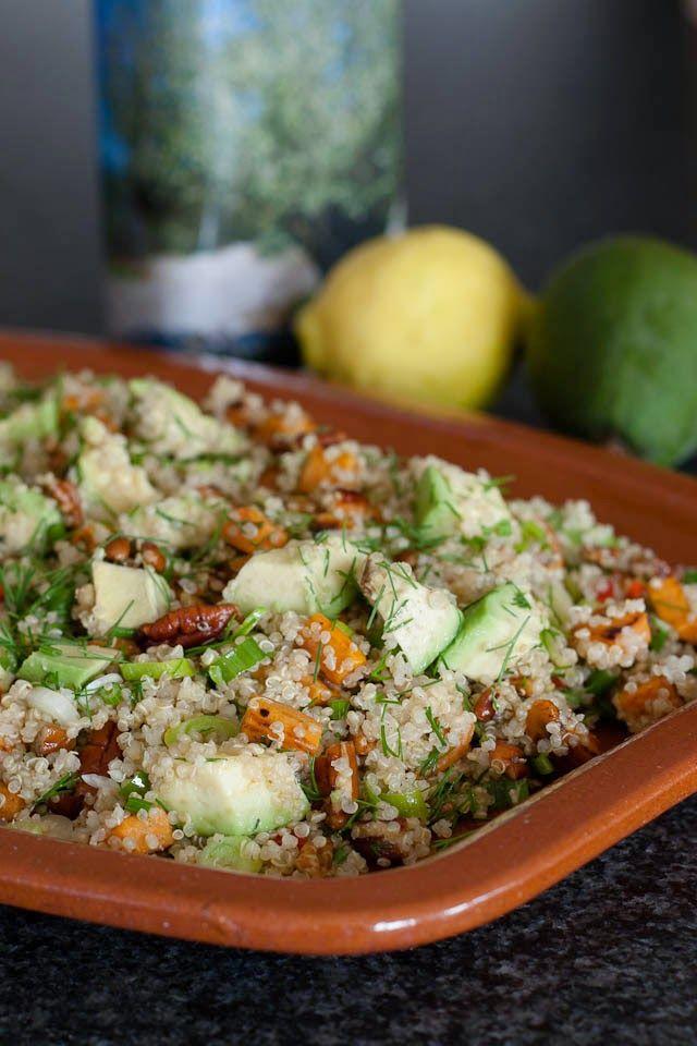 Toen ik dit recept een week of wat geleden op Caroline haar blog voorbij zag komen wist ik eigenlijk wel dat het een succes zou zijn.Quinoa is lekker knapperig, zoete aardappel beetje zoetig en avocado lekker romig.En dan lees je in het recept ook nog...