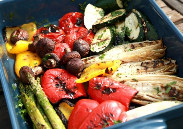 Grilovaná zelenina s dresingem z pečeného česneku