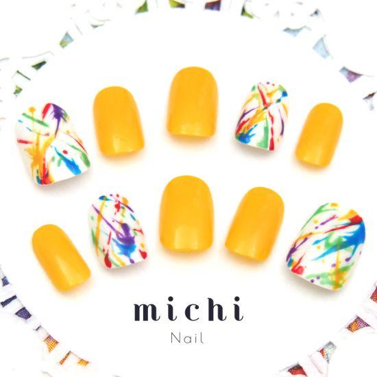 元気カラーのディープなイエローカラー。黄色とふき絵アートとのコンビネーションは抜群。リゾートコーデにぴったりの、アイキャッチなデザインアートネイルです♪ネイリスト:sayo34