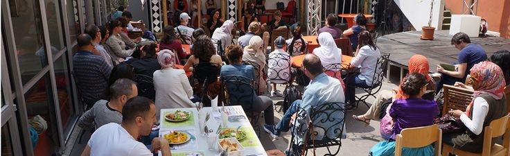 Le café d'ICI,avec ses tables accueillantes, son patio extérieur et sa gastronomie locale et variée est un lieu unique dans la Goutte d'Or. C'est un café associatif tenu par La Table Ouverte. Rachid et son équipe animent le café, favorisant ainsi la réinsertion des jeunes et apportant un soutien aux aînés. Avec sa gastronomie locale…