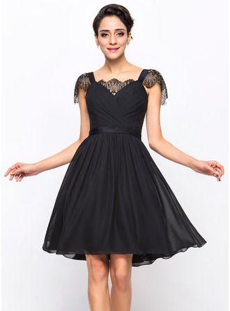 A-Line/Princess Sweetheart Knee-Length Chiffon Cocktail Dress With Ruffle Lace