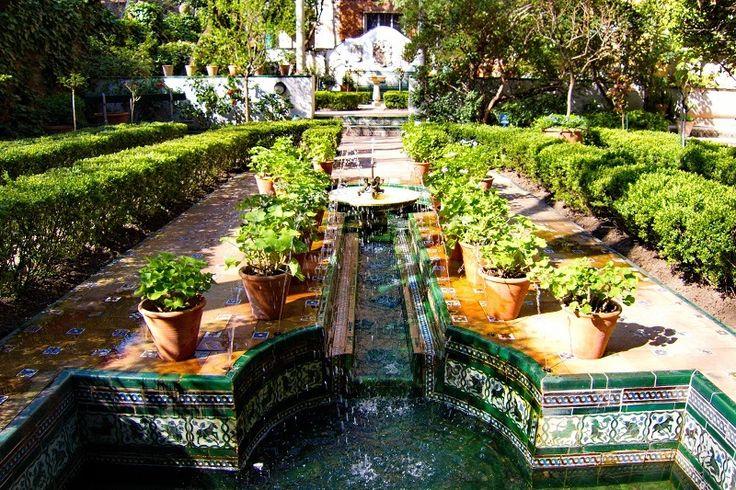 11 jardines secretos de Madrid.  En el patio de un museo, junto a un convento o en la azotea de una tienda, descubre los rincones verdes más bonitos y ocultos de la ciudad