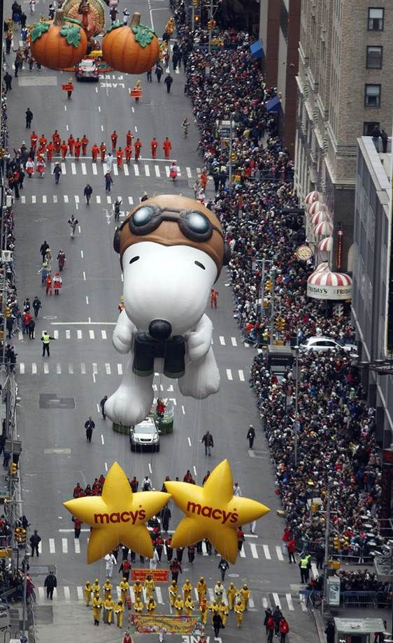 Classic Macy's Thanksgiving parade!