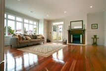 Highview Homes - Classic 219 Living