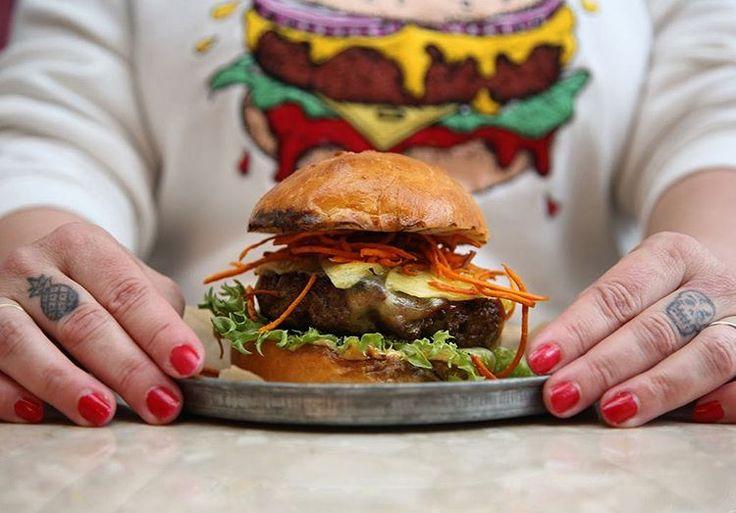 I morgen braker det ls med Hanks Burger Battle ihellip