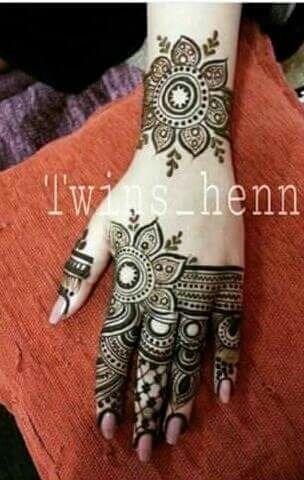 best 25 arabic henna ideas on pinterest arabic henna designs mehndi designs and henna hand. Black Bedroom Furniture Sets. Home Design Ideas