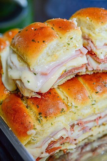 Super easy Italian sliders are perfect for party f…