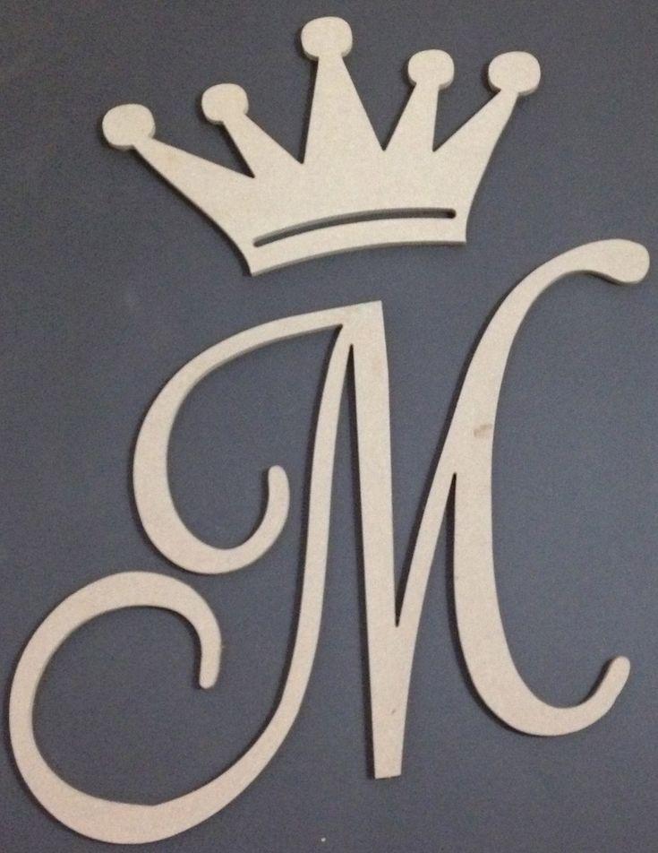 Kit em MDF com 2 peças - letra + coroa decorativa em mdf cru, com espessura de 9 mm, sem acabamento ou pintura <br>Medidas: <br>coroa - 25 altura x 40 largura (medidas em cm) <br>letra M - 40 altura x 60 largura (a altura sempre 40 cm e largura proporcional dependendo da letra) <br>Fazemos sob encomenda todas as letras <br>Pedimos por gentileza deixar uma mensagem nas observações do seu pedido mencionando a letra que deseja encomendar ao efetuar sua compra. <br>Estamos a disposição para…
