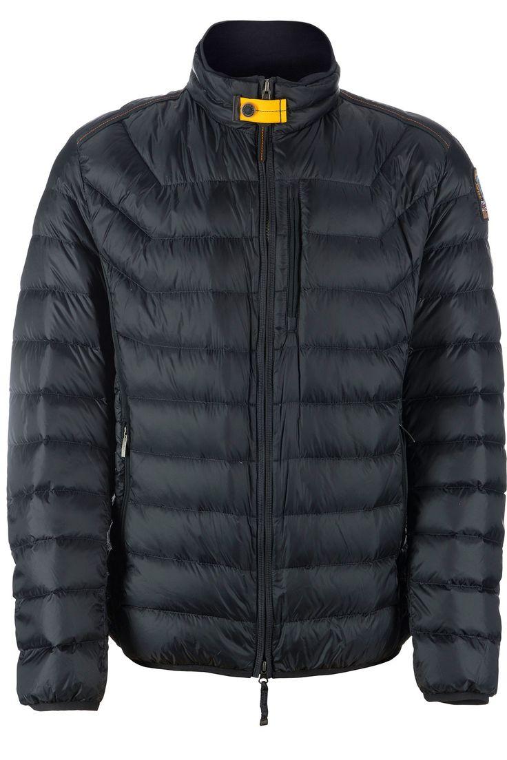 Parajumpers heren donsjas. Kort donsjasje met opstaande kraag. De jas heeft geen capuchon, sluit met een rits die ook vanaf de onderkant te openen is aan de voorzijde en heeft twee steekzakken met rits.