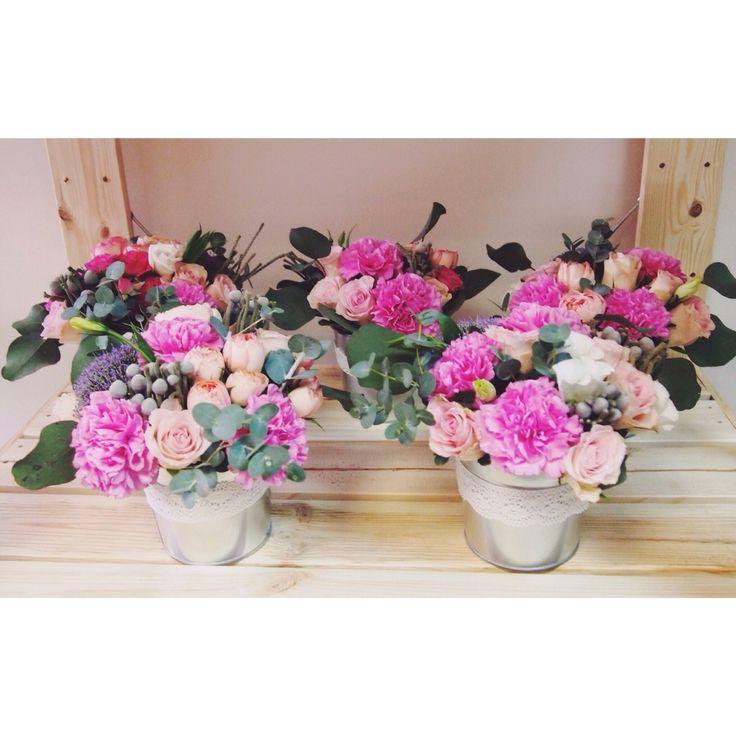 Цветы в ведрах для украшения свадьбы