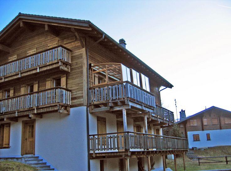 Zastřešení terasy CORSO umístěné na vysoký balkon.