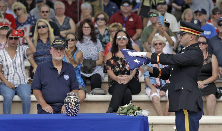 Florida veteran dies with no close family hundreds show