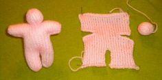 Josiane a créé une mini poupée de 12cm tricotée en un seul morceau et à habiller à son gré. Josiane nous offre très gentiment les explications de cette mini poupée. Merci à Josiane pour le partage Le corps se tricote en un seul morceau puis la tête à...