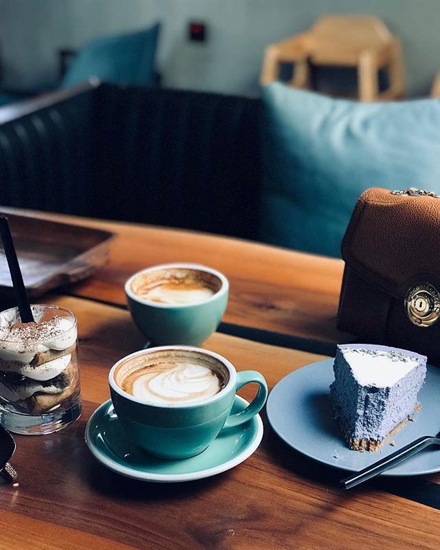 اللقاء لايتطلب قهوة اللقاء عيناك والقهوة حجة ㅤ ㅤ ㅤ By Areejis ㅤ Chosen By Rawasi ㅤ التقييم مـن 5 ㅤㅤㅤㅤ تـاقـزات لنشر صوركم الجميلة مع كلمات تلامس مش