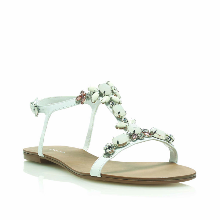 Keep cool and classy in the Khloe sandal.