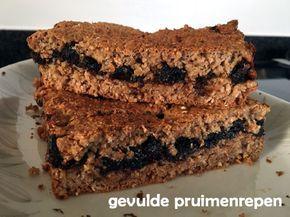 Gevulde #pruimenrepen met #dadels, #volkoren #tarwemeel en #havermout. Gezonde #snack zonder toegevoegde suiker. #pruimen #gezond #gezondeten #lekker #healthy #ontbijt #tussendoortje