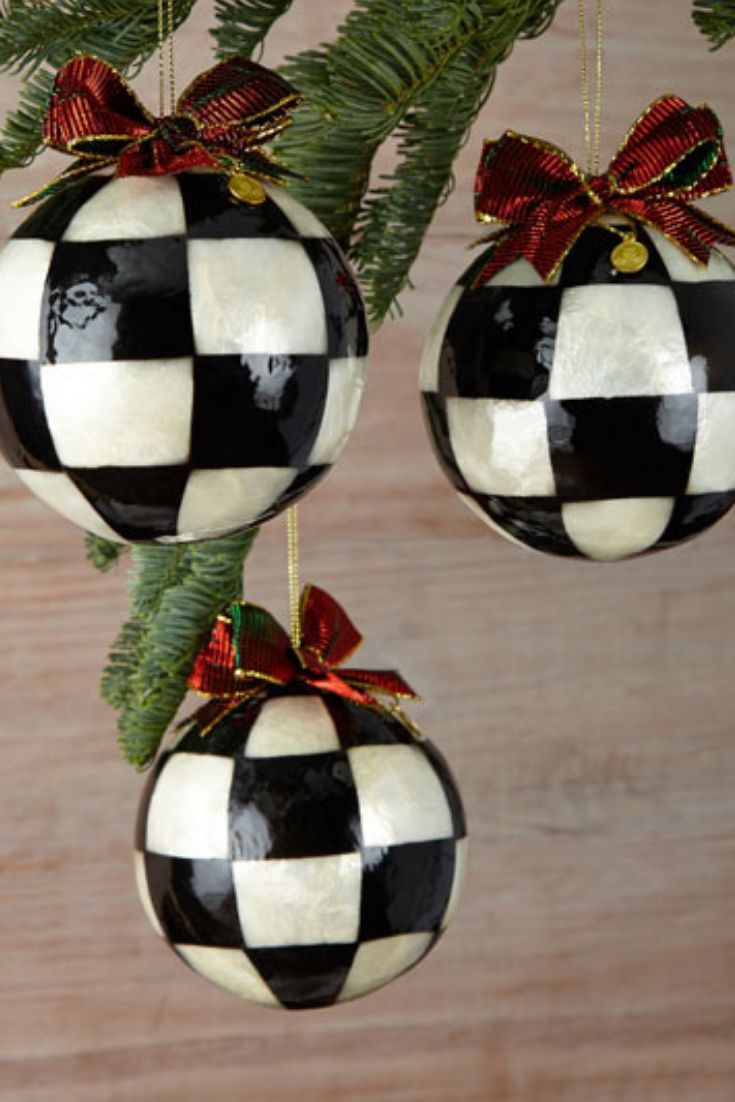 A Set Of 3 Large Black And White Vintage Classic Christmas Balls This Accent You Need For You Large Christmas Ornaments Whimsical Christmas Christmas Balls