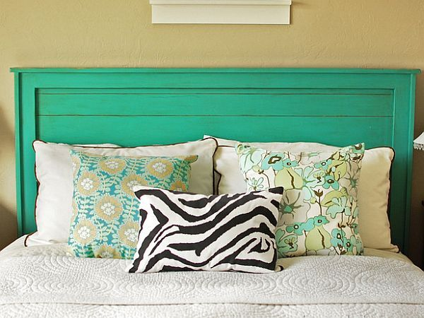 Cleary, a wooden headboard adds style, comfort and a warm feeling to any bedroom. A turquoise wooden headboard adds a lot more. The bold move adds a playful note to the room, already decorated in a specific theme. It's cheap and bold and I think it suits very well a young couple.{found onAna-White}.
