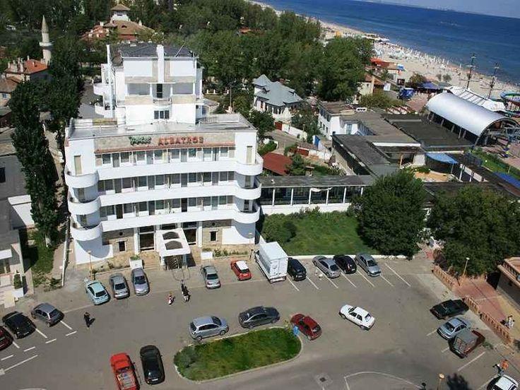 Hotel Albatros Mamaia este amplasat in apropiere de zona Cazino, in vecinatatea Hotelului Condor, la cativa pasi de plaja, oferte cazare litoral Mamaia Romania