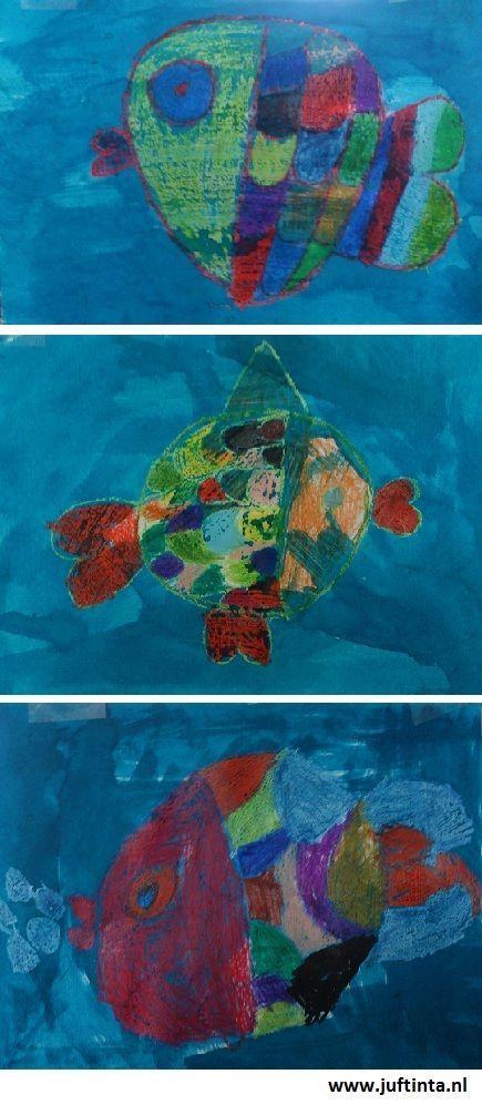 Vis tekenen met wasco en vervolgens eroverheen schilderen met blauwe ecoline.:
