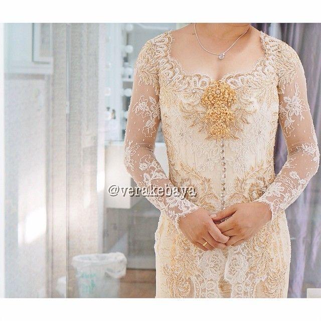 Detail #kebaya #pemberkatan #adat #batak #pengantin #weddingdress #tenun #verakebaya - verakebaya @ Instagram