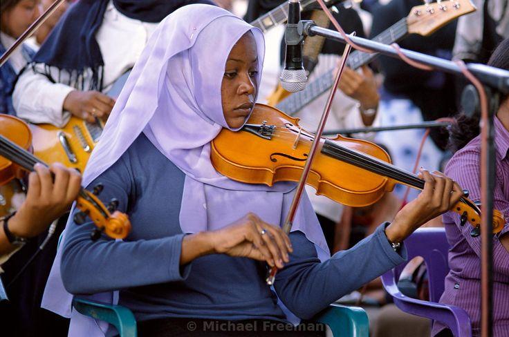 hijabi violinist