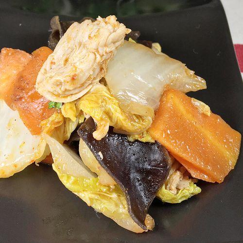 白菜と豚肉ときくらげのキムチ炒め