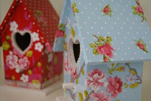 Lieve vogelhuisjes met pip behang! Leuk op de baby- of kinderkamer! Behang verkrijgbaar bij Deco Home Bos in Boxmeer www.decohomebos.nl