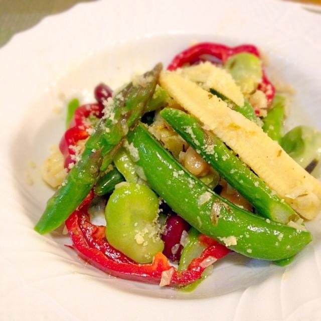 スナップエンドウの季節になると、必ず作るサラダです♡ その時々でお豆は色々。枝豆入れるのが好きなんですが、今回はなしで。 - 197件のもぐもぐ - お豆のサラダ♡ by Mayutak