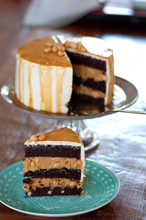 vegane S(ch)nickers Torte. Schoko mit Salzkaramell und Erdnussbutter. - by mimis fairycakes, aww this vegan chocolate and peanut butter and caramel cake looks and sounds absolutely amazing! Have to try it especially for people who can't have dairy. Yummy
