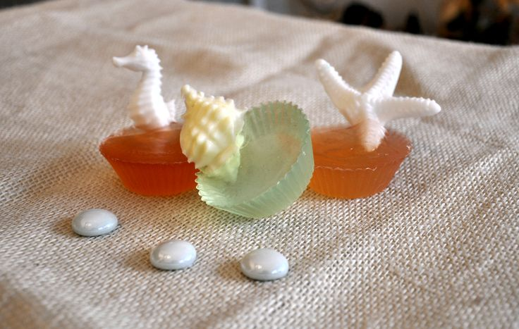 Lovely glycerin soaps embedded with seahorse, starfish & seashells in lemon & cranberry aroma.