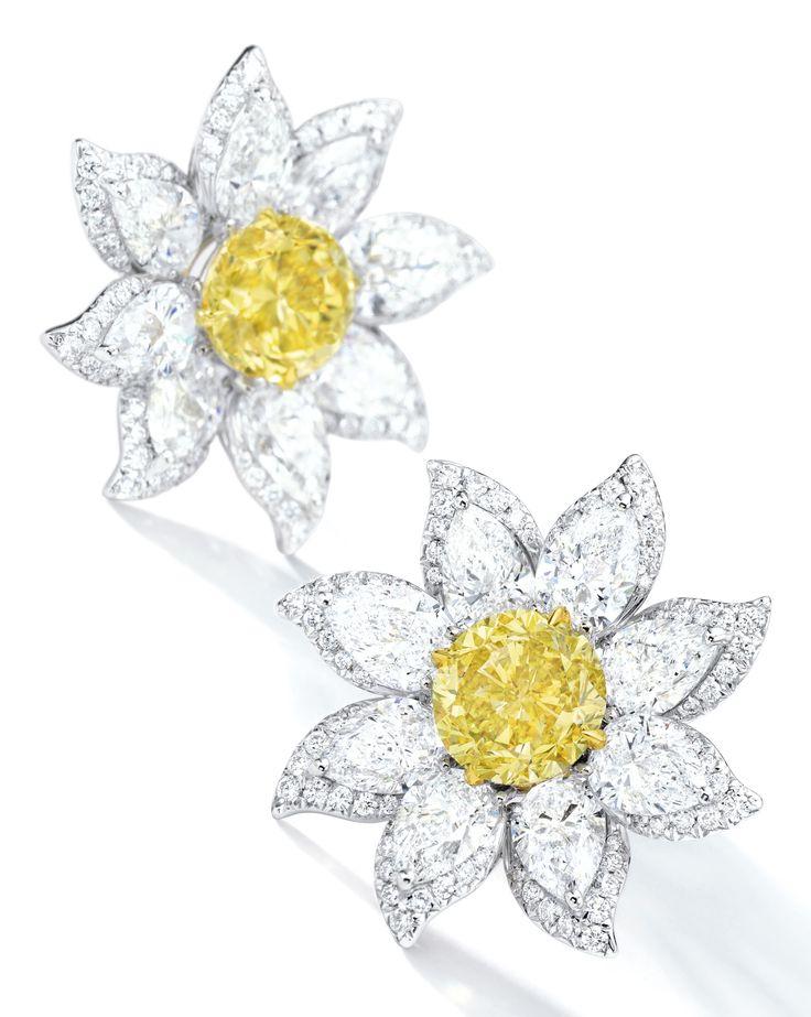 earrings ||| sotheby's hk0863lotb4dchen