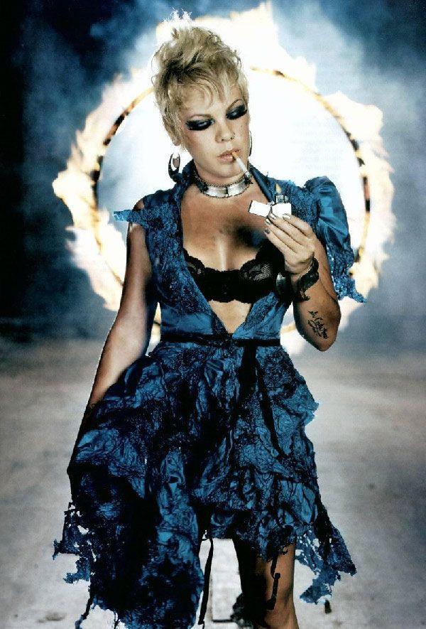 Pink Singer | pink singer1 Famosa Cheia de Charme Pink