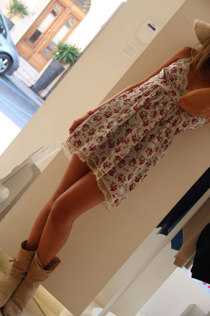 Parigina #Pepita e bare legs!! Ready to go outside