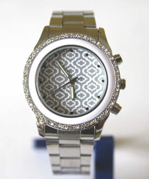 Silver retro stainless steel women watch with crystals