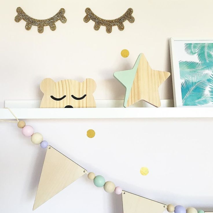 Afternoon lull? sleepy #shelfie I hear you! Gold glitter acrylic dream eyes hand painted pine bear star and wooden bunting and bead garland all #lalalovesdecor by lalalovesdecor