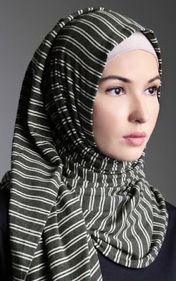 Dunia fashion yang semakin menampakan kemajuannya secara pesat dan cepat tak terkecuali fashio...