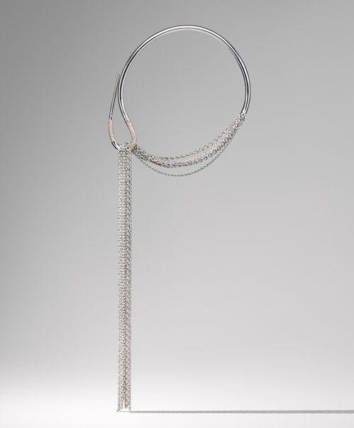 Sautoir Licol http://www.vogue.fr/joaillerie/a-voir/diaporama/exposition-ecrin-argent-bijoux-hermes-paris/24892#sautoir-licol