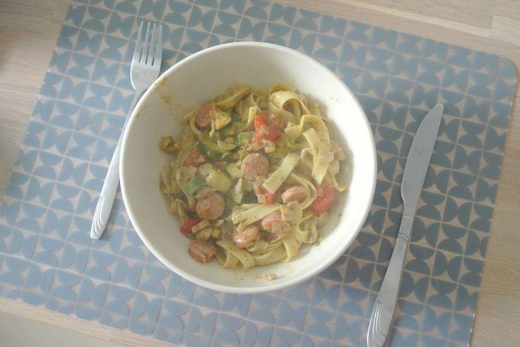 Recept - Pasta met pesto, worst en groenten