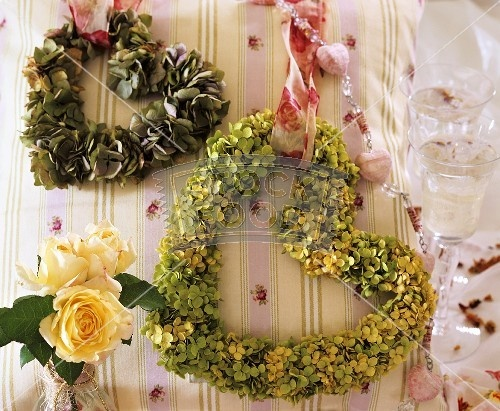 Hanging a green wreath