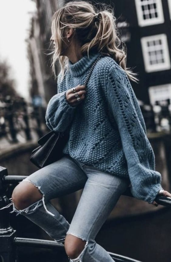 If you do not know what to wear when it is neither cold nor hot, we leave you 10 outfits for the transition from winter to spring that you will love.