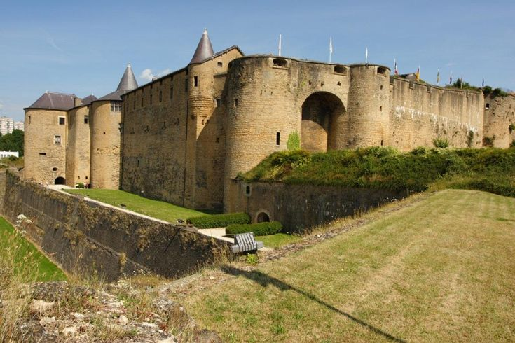 chateau fort de sedan | Au cœur même de la ville, venez découvrir le Géant de…