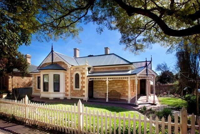 I have a thing for classic sandstone houses, like the ones that line the streets in Adelaide, Australia