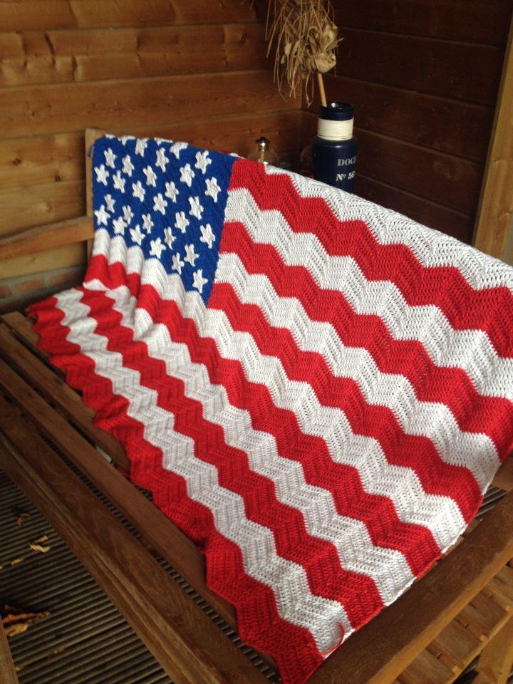 Amerikaanse vlag plaid, gehaakt met Drops Paris in een golfpatroon.