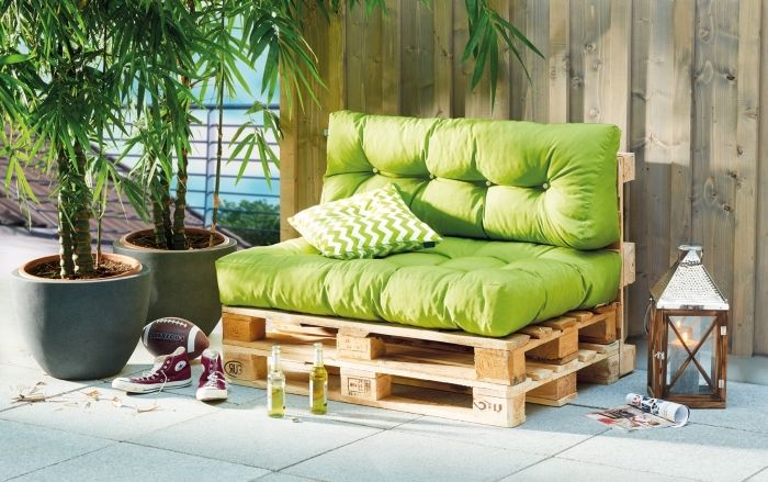 Extra Seating Position With Diy Furniture At Garden Armchair Sofa Or Bench In Pallet 75 Photos Avec Images Banquette Palette Fabriquer Un Canape Lit En Palette