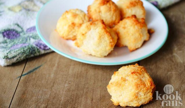 Zo maak je heerlijke kokosmakronen met maar drie ingrediënten! Lees het recept en maak ze vanavond nog!