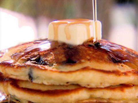 Blueberry Brunch Pancakes : Trisha shares secrets to blueberry brunch pancakes with her niece, Ashley.