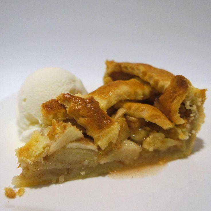 Faltan 7 dias para Thabksgiving! . . . #applepie #alamode #apple #pie #thanksgiving #saltedcaramel #vanilla #icecream #cinnamon #fall #dessert #grannysmith #justbaked