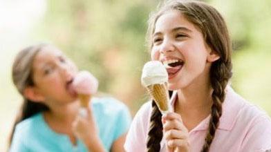 - Il dottore mi ha proibito di mangiare gelati! - E tu cosa fai? - Li lecco! :-)
