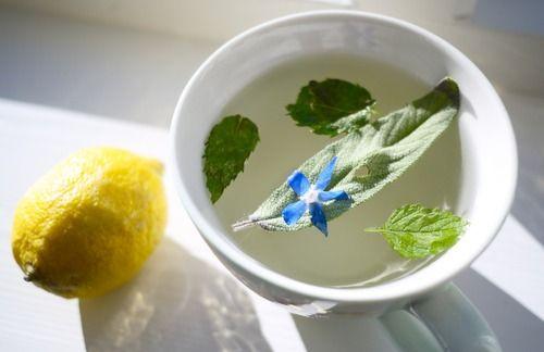 Start dagen med varmt vann og sitron